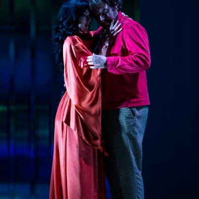 Claudia Boyle (Giulietta) and Julian Hubbard (Hoffmann) in The Tales of Hoffmann. Photo by Pat Redmond.